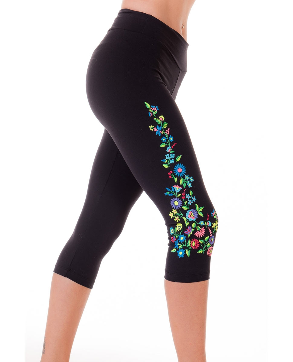 Adults High-Waist Embroidered Supplex Capri